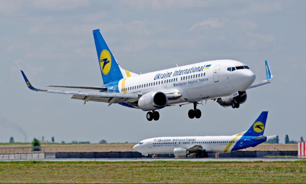 Порошенко с кортежем приехал в киевский аэропорт Борисполь лично встретить Савченко