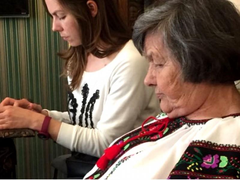 Матери Надежды Савченко запретили доварить борщ и спешно забрали в аэропорт