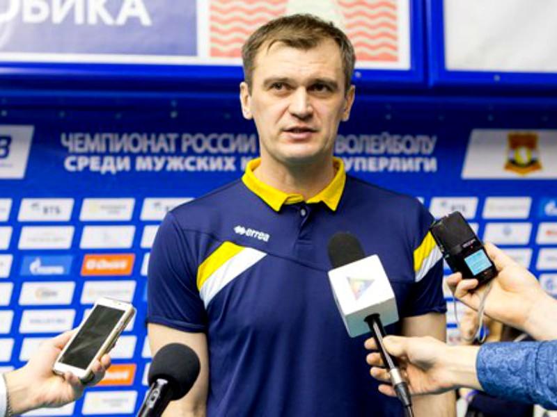 Тренер волейбольного клуба