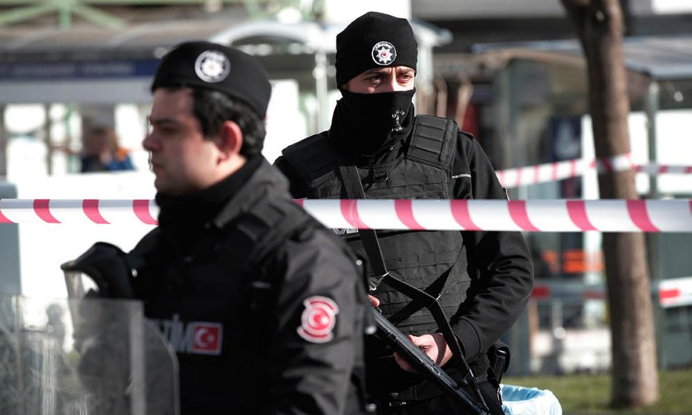 Полиция Турции начала поиски подозреваемого в убийстве двух россиянок кровавого любовника
