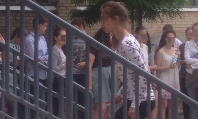 Директор школы заявил, что отличница Эля сама разделась на скандальной секс-вечеринке в Волжском