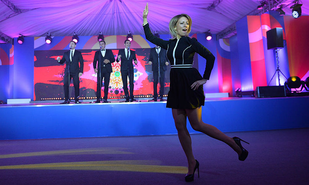 Захарова в мини-юбке и на каблуках станцевала «Калинку» на саммите Россия - АСЕАН