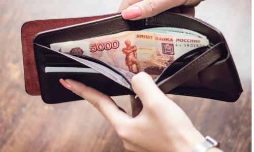 Почему россияне прибедняются? Эксперт считает, что данные о получающих от 75 тысяч рублей в месяц сильно занижены - Блокнот