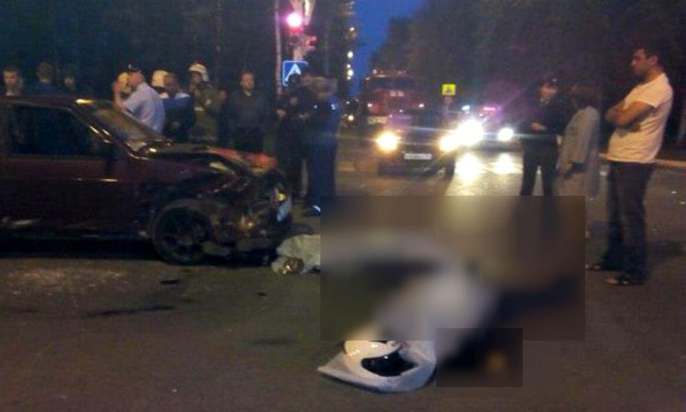 Мотоциклист с девушкой разбились насмерть при столкновении с