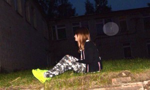 Призрака за спиной гулявшей ночью девочки сфотографировали школьники из Пензы