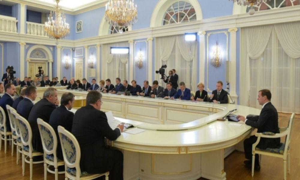 Медведев приказал закрывать аптеки, торгующие лекарствами по завышенным ценам