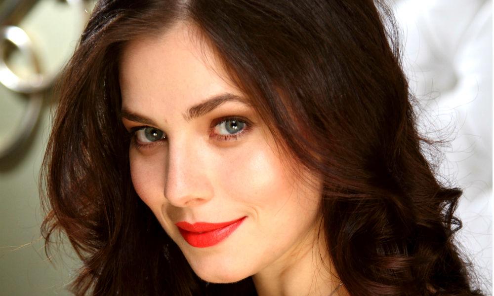 Календарь: 2 июня - Красавица-актриса Юлия Снигирь отмечает день рождения