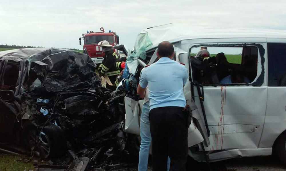 Двое детей и четверо взрослых погибли в ДТП с микроавтобусом в Татарстане