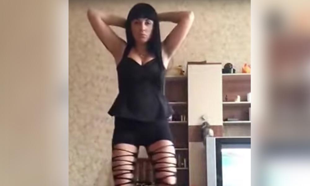Видео с эротичным танцем брюнетки из московской полиции стало хитом YouTube