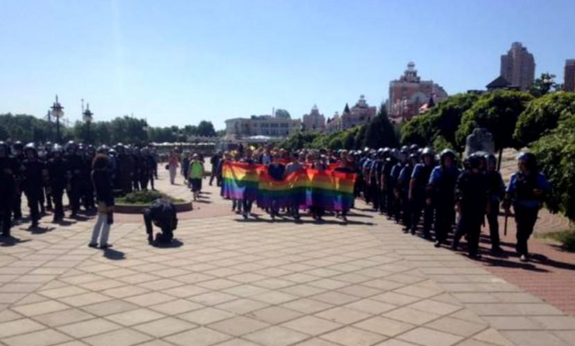 Гей-парад в Киеве начался с задержания протестующего мужчины