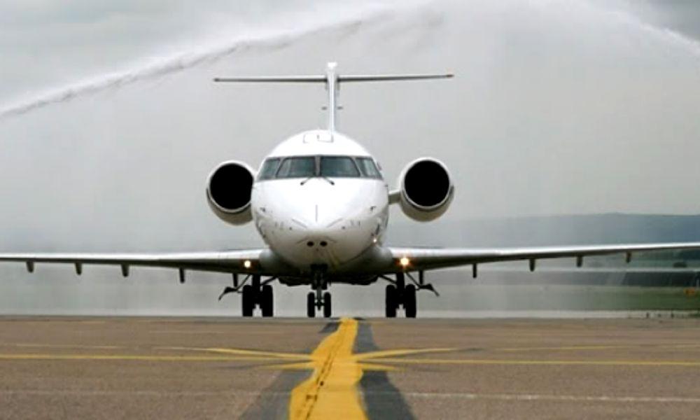Самолет с отказавшим двигателем и 50 пассажирами на борту экстренно сел в Домодедово
