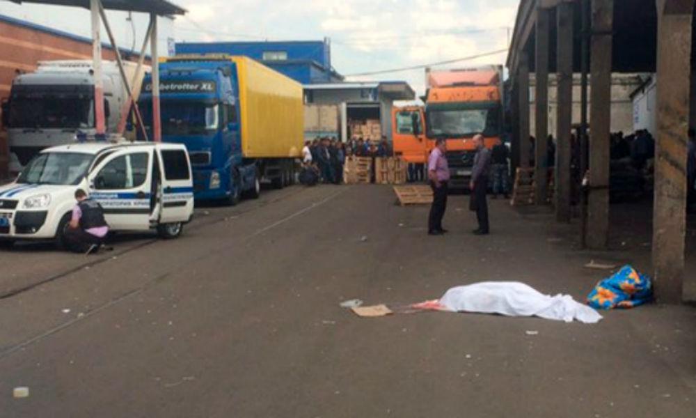 Бывший полицейский убил мужчину выстрелом в лицо на овощебазе Санкт-Петербурга