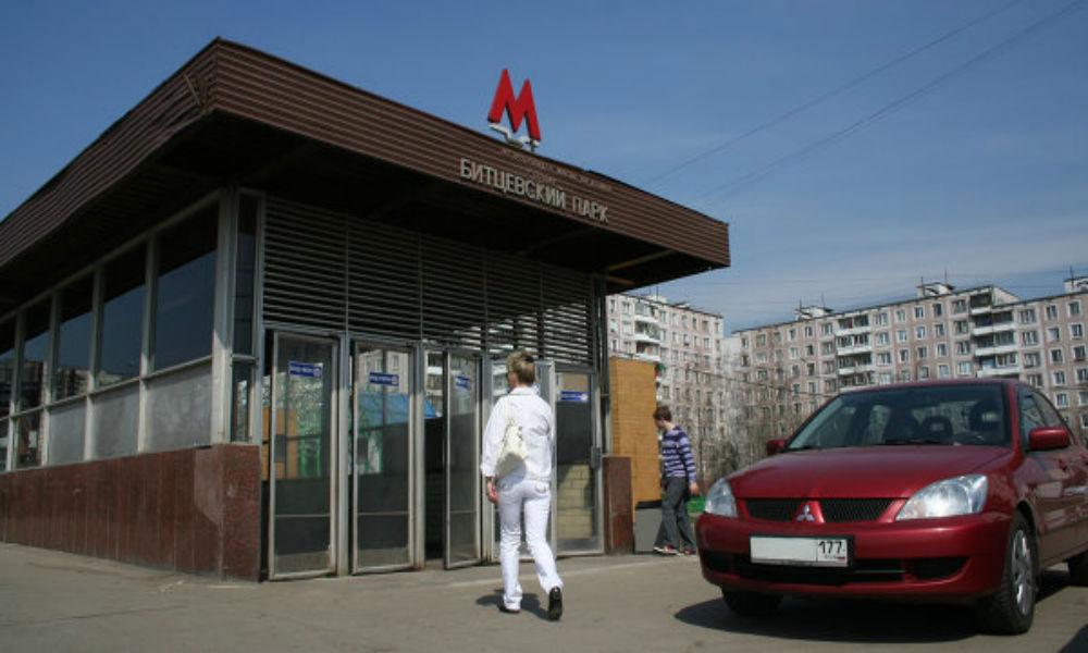 Мужчина умер в душном московском метро от остановки сердца