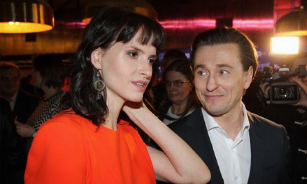 Безруков прикрылся беременностью жены, спасаясь от внимания папарацци на