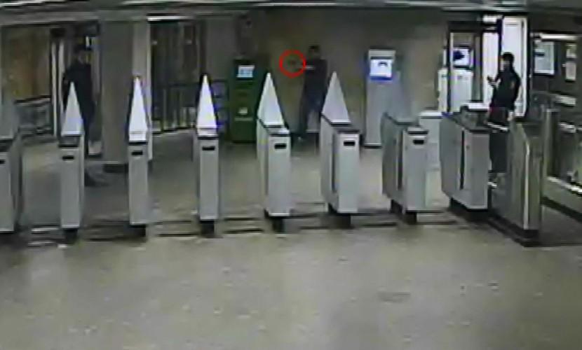 Приезжий из Оренбуржья напился и устроил дебош с оружием в столичном метро