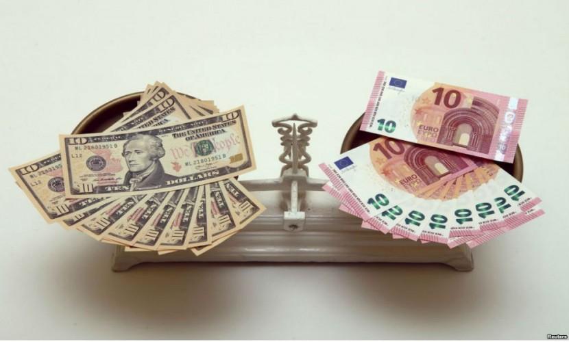 Доллар укрепился за счет Brexit и расплаты российских компаний с акционерами