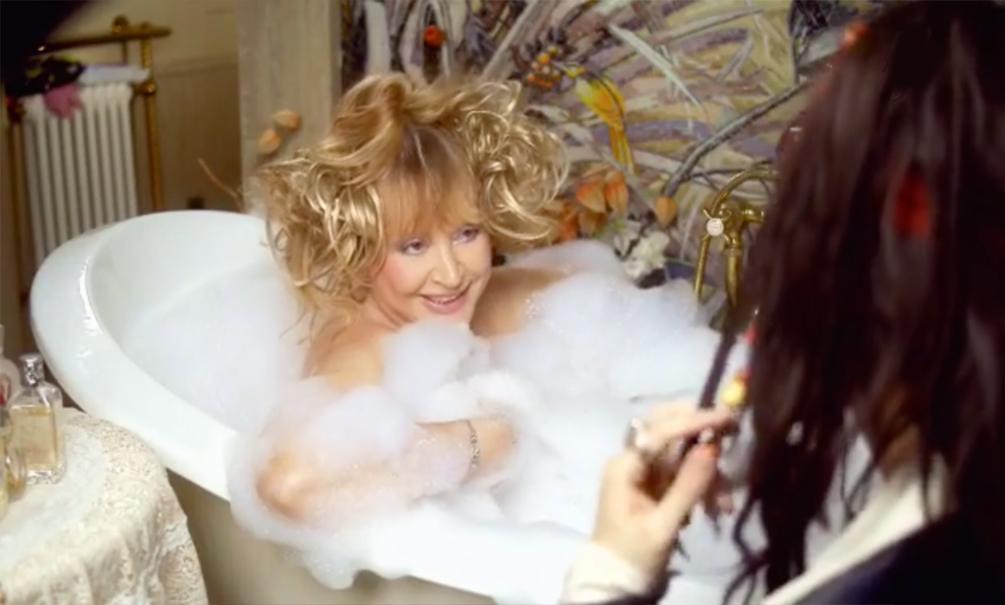 Видео с голой Пугачевой в ванной возбудило