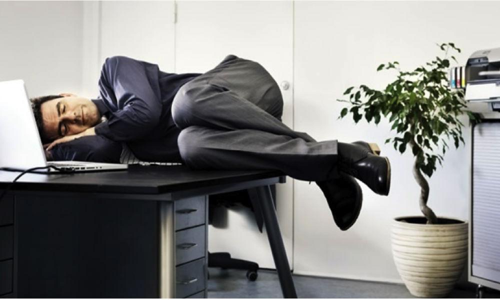 Ученые узнали пользу послеобеденного сна для работоспособности человека