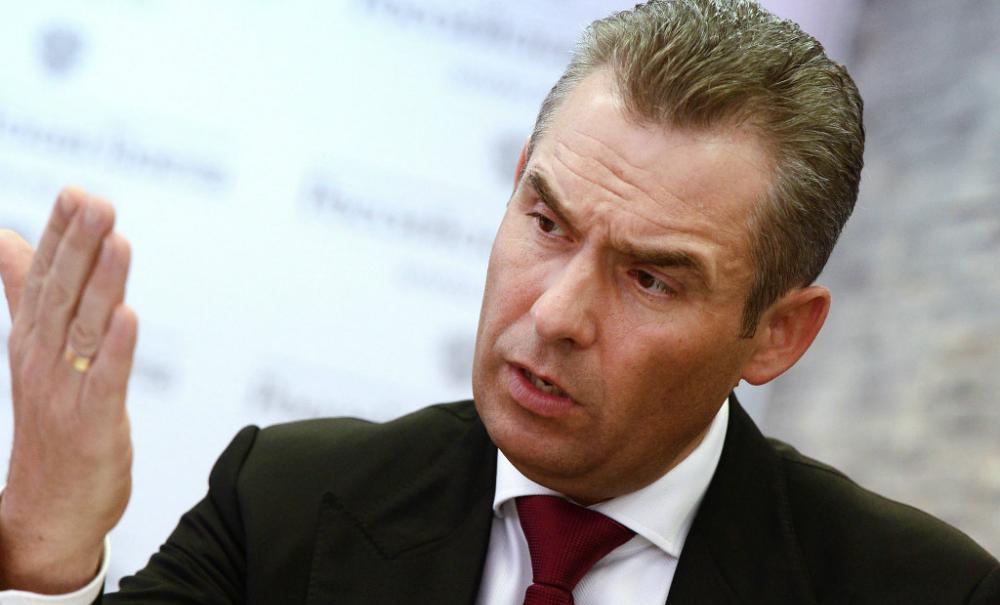 Павел Астахов остался на посту омбудсмена после обвинения в коррупции