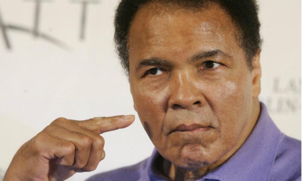 Легендарный американский боксер Мохаммед Али скончался в возрасте 74 лет
