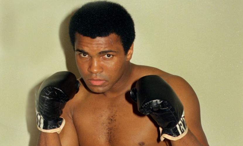 Легендарного боксера Мохаммеда Али госпитализировали из-за проблем с органами дыхания