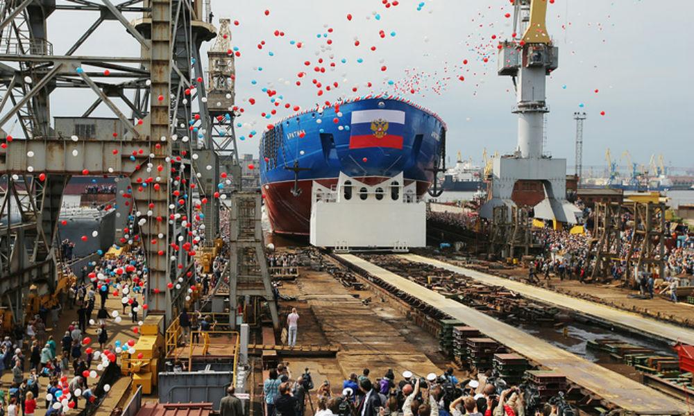Самый мощный в мире атомоход спустили на воду в Санкт-Петербурге