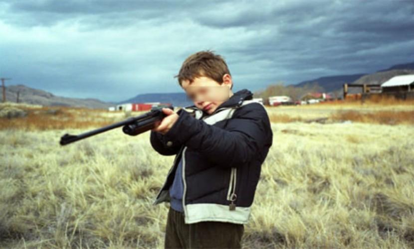 5-летний сибирский мальчик выстрелом из охотничьего ружья убил своего 7-летнего брата