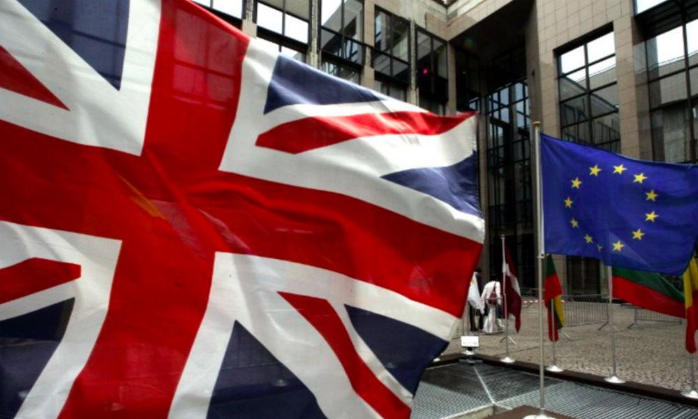 Фунт стерлингов обвалился до минимума 30-летней давности из-за референдума в Великобритании