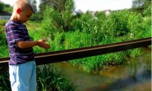 Второклассник героически спас тонувшего в реке под Смоленском трехлетнего малыша