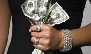 У состоятельной московской семьи украли более 1,5 миллионов долларов из банковских сейфов