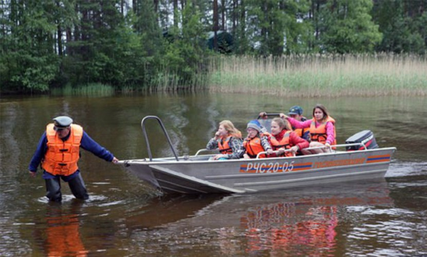 Астахов предложил отправить спасенных наСямозере детей наЧерное море