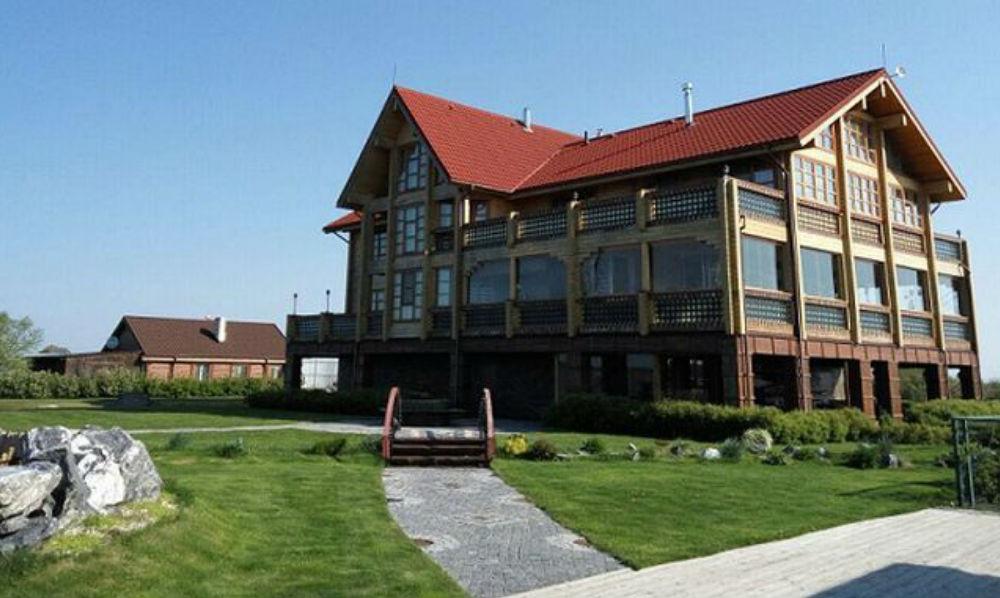 У мэра Владивостока отобрали шикарные дома с римскими банями и гектары земли