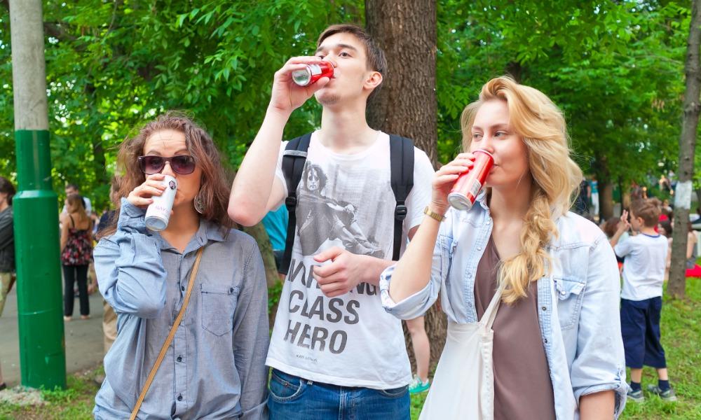 Законопроект о полном запрете рекламы «окрыляющих» напитков внесли в Госдуму