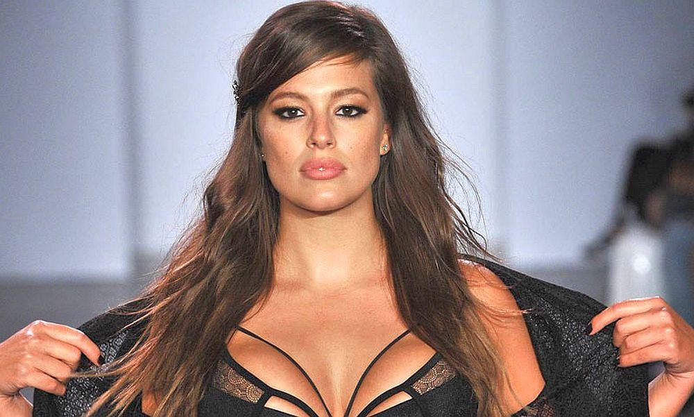 Самая известная модель plus-size отметила юбилей в Instagram публикацией сексуального снимка