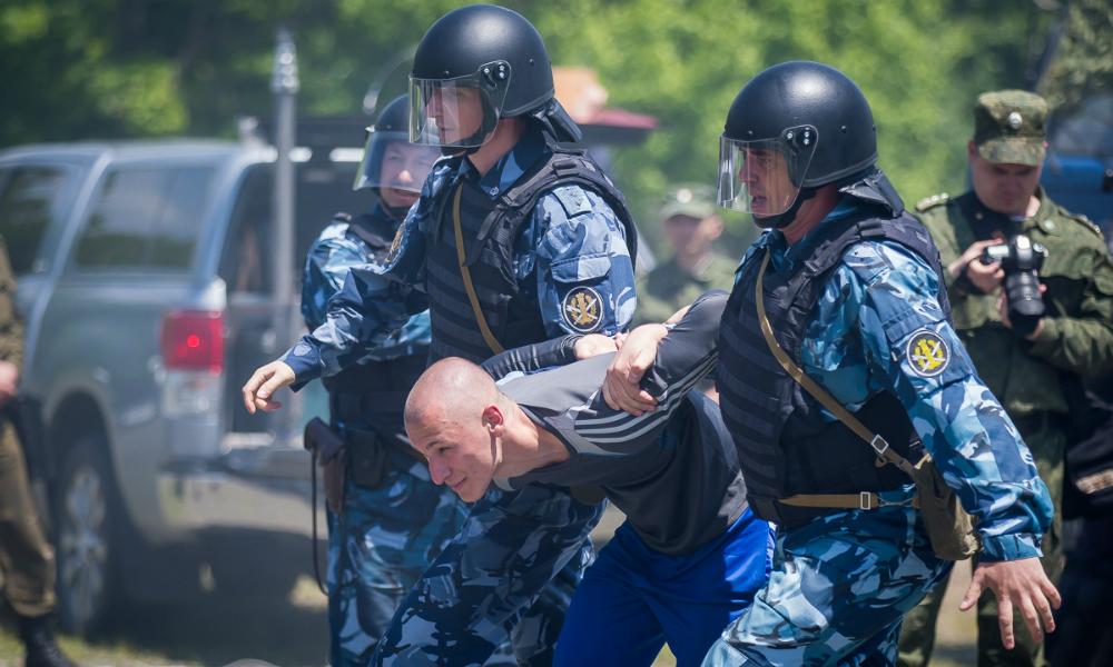 Футболка с Гитлером стала причиной ареста жителя Крыма