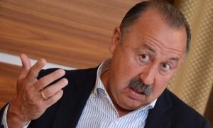 Экс-тренер сборной Газзаев вступил в партию и возглавил кавказский список «Справедливой России»