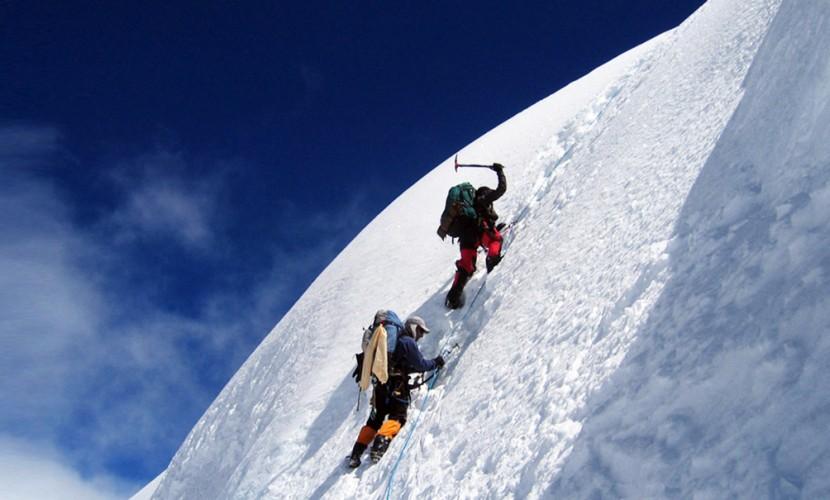 Российский турист умер в мучениях упав в ледяную расщелину на горе Казбек