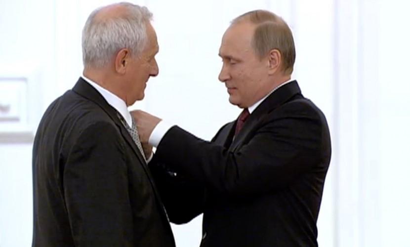 Путин вручил восемь госпремий ведущим деятелям науки и культуры