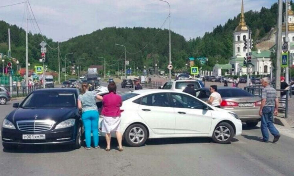 Иномарку губернатора ХМАО протаранила жительница Ханты-Мансийска