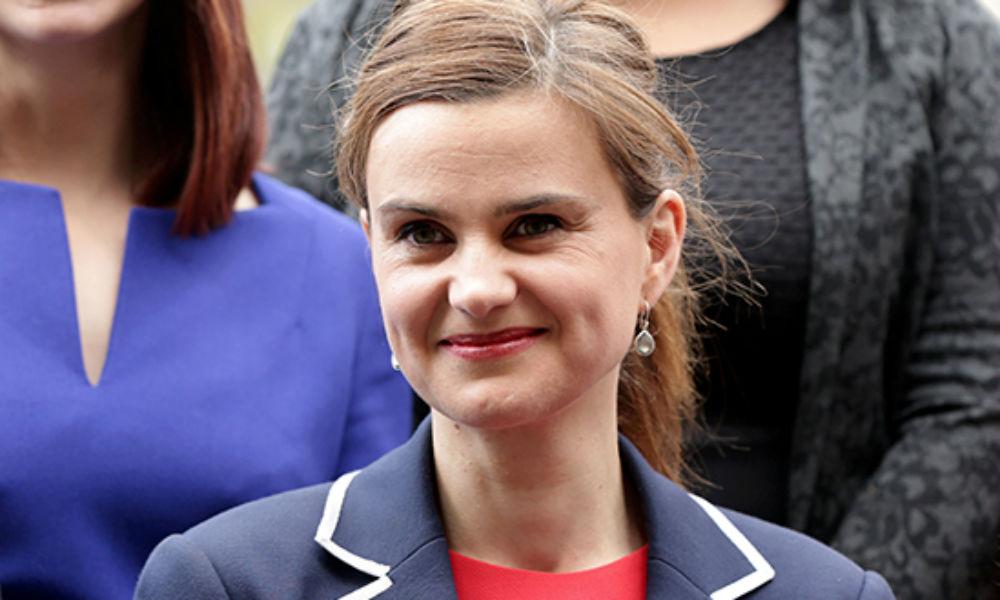 Женщину-депутата зарезали и расстреляли во время встречи с избирателями на севере Англии