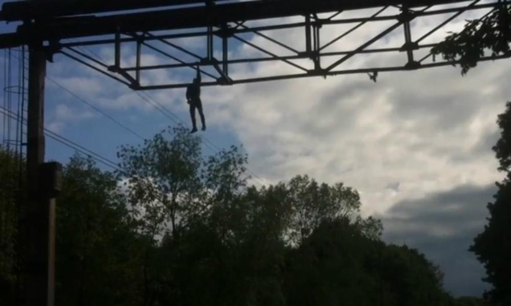 Калининградец упал на высоковольтную линию пытаясь сделать эффектное селфи