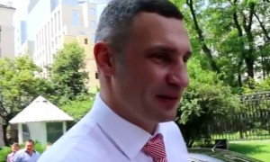 Видео с отказом впустить «ответственного за Киев» Кличко в Верховную раду стало хитом Сети