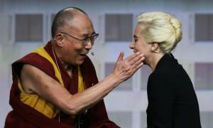 Китай запретил Леди Гагу за ее свидание с Далай-ламой