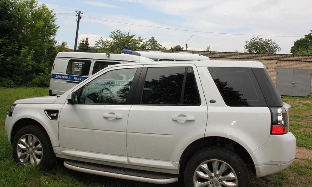 Купивший угнанный Land Rover житель Костромы лишился и автомобиля, и денег