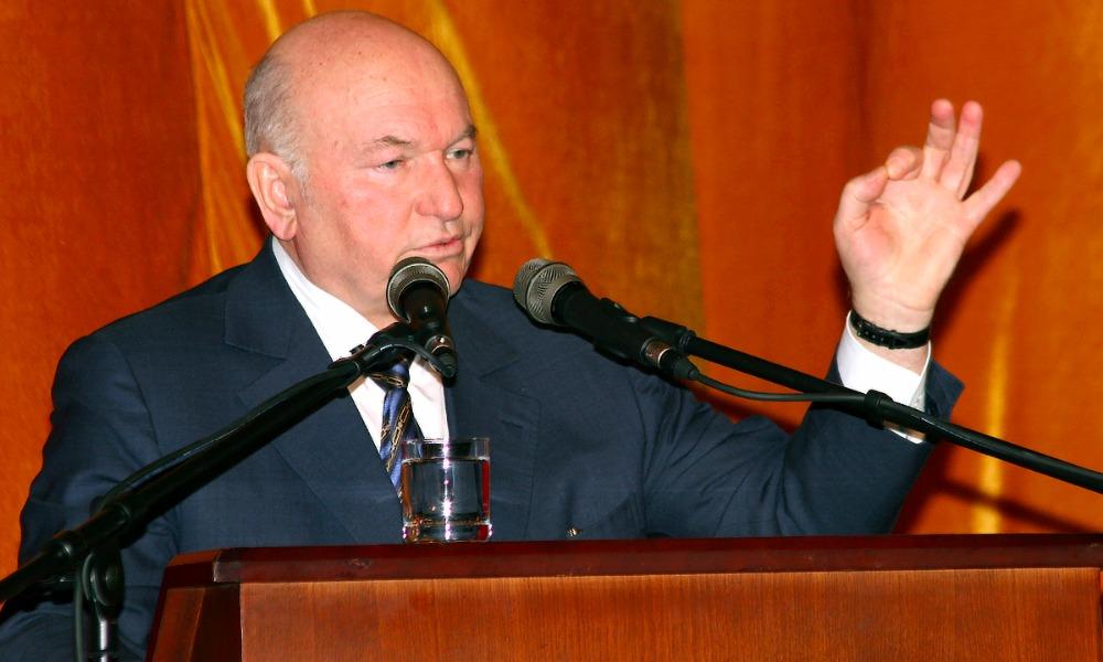 Лужков вернулся в политику и стал доверенным лицом кандидата-коммуниста в депутаты Госдумы