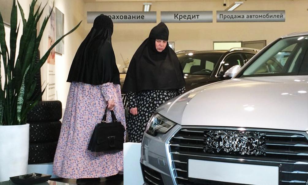 Монашки обкатывают дорогие иномарки из автосалона в Ярославле