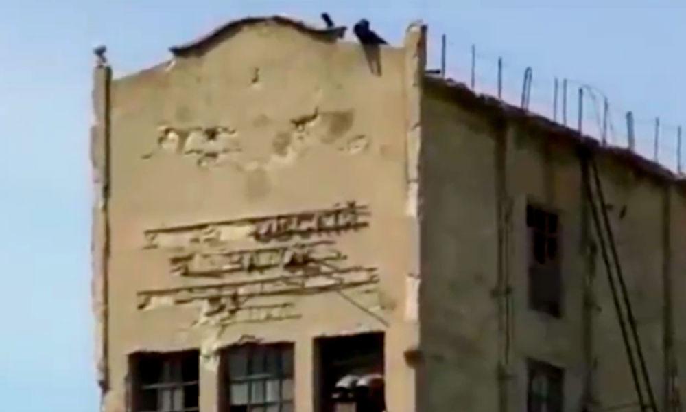Нацистский герб на высоком здании ужаснул жителей Ростовской области и попал на видео