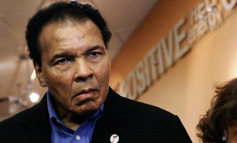 Британские СМИ сообщили, что легенда бокса Мохаммед Али оказался при смерти