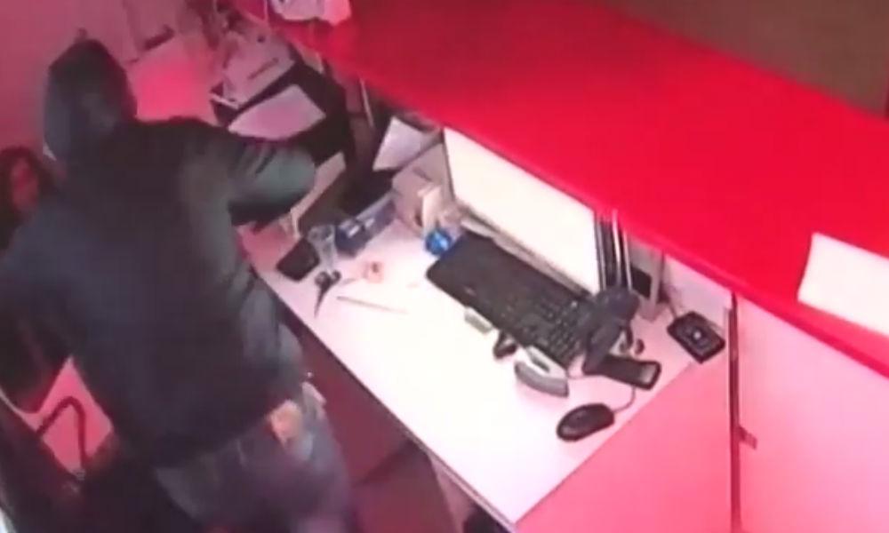 Опубликовано видео вооруженных нападений ростовской банды на финансовые учреждения