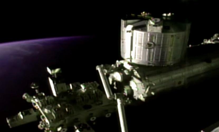 Видео соприкосновения космической станции с НЛО поразило уфологов